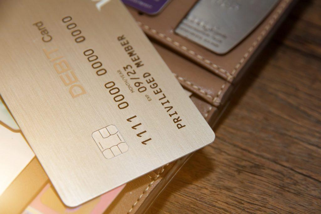 臉書幣、蘋果卡,都少不了這張塑膠卡助陣 數位支付當道 萬事達憑什麼股價衝新高?