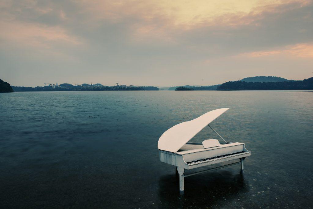 時隔 21 年經典修復!《海上鋼琴師》:僅限於船頭到船尾的人生,卻活得比任何人更堅定精彩